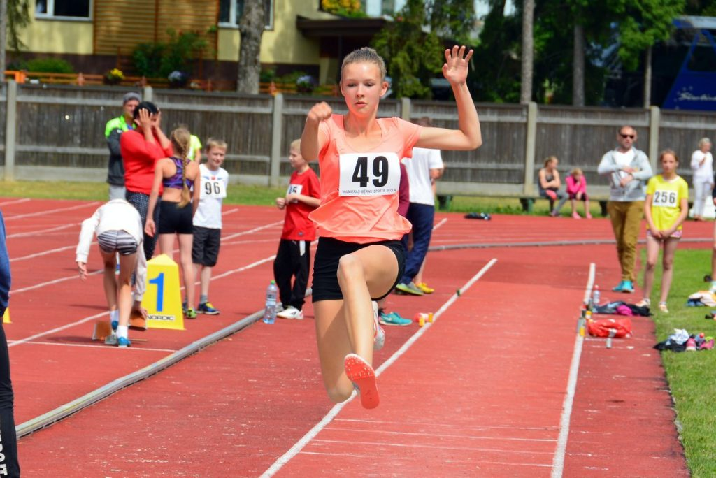 J.Daliņa stadionā aizvadītas Latvijas lielākās bērnu vieglatlētikas sacensības