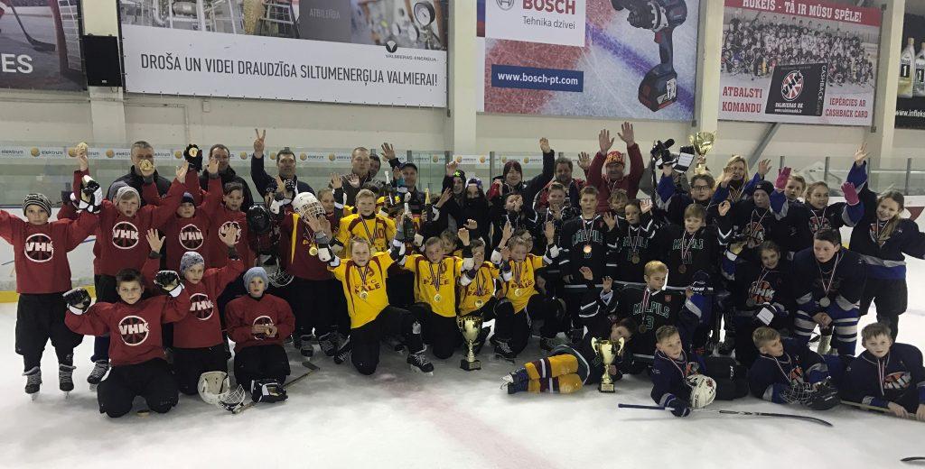 "Noslēgusies bērnu hokeja turnīra ""Zelta Ripa"" 3. sezona"