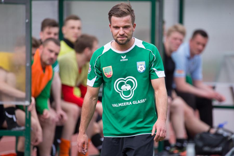 """Vidzemes futbola derbijā """"Valmiera Glass"""" ar 2:1 uzveic Smiltenes komandu"""