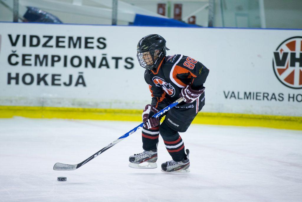 Valmieras hokejisti izcīna uzvaras U-16 un U-12 vecuma grupās
