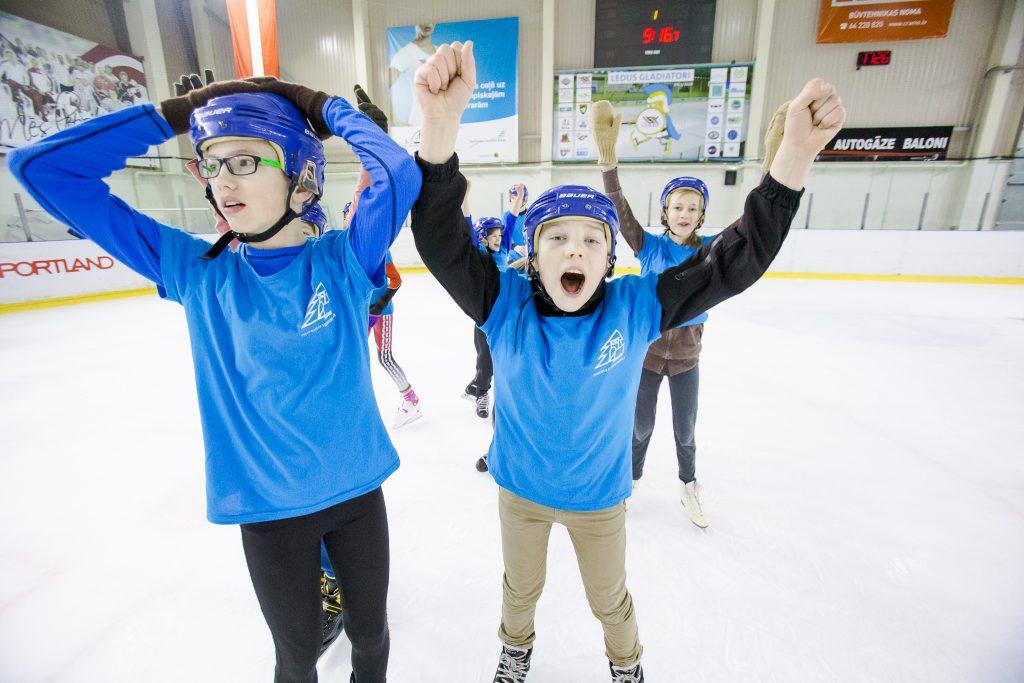 """Sasniedzot jaunu dalībnieku rekordu noslēgusies pieteikšanās """"Ledus Gladiatori"""" skolu slidošanas sacensībām"""
